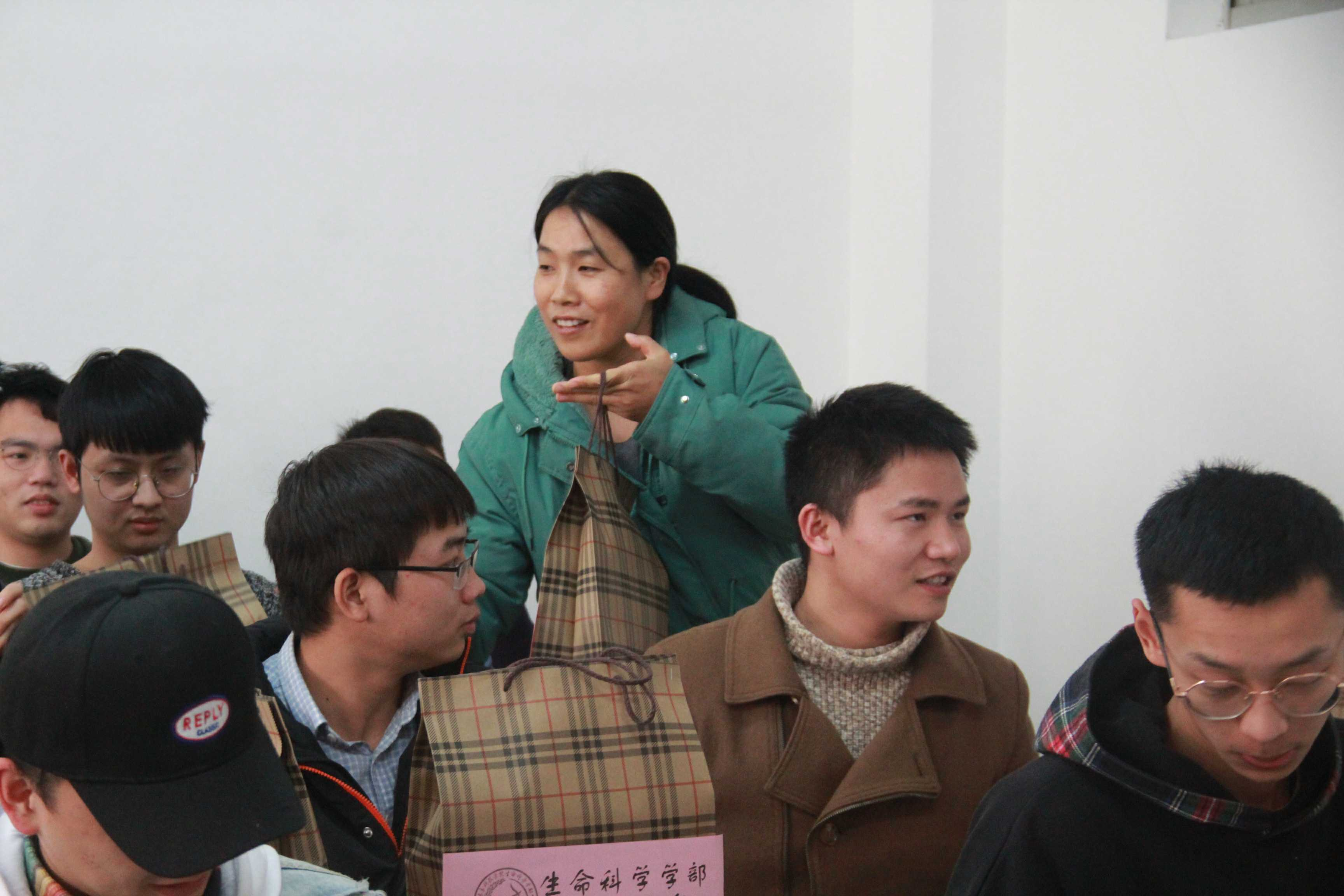 東方生科學部開展2016級考研送溫暖活動